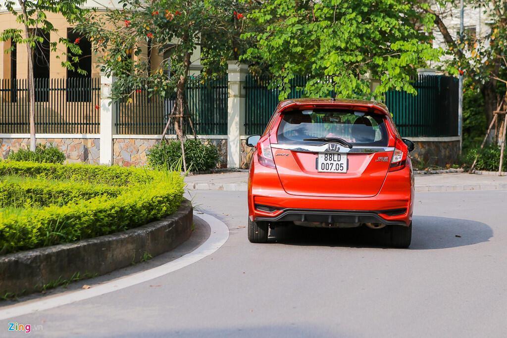 Cảm nhận Honda Jazz: Xe nhập nhỏ gọn cho phụ nữ - Hình 9