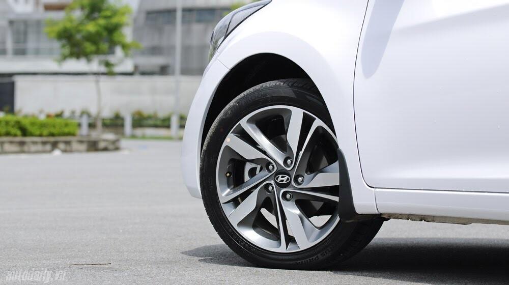 Cảm nhận Hyundai Elantra 2014 - Hình 9