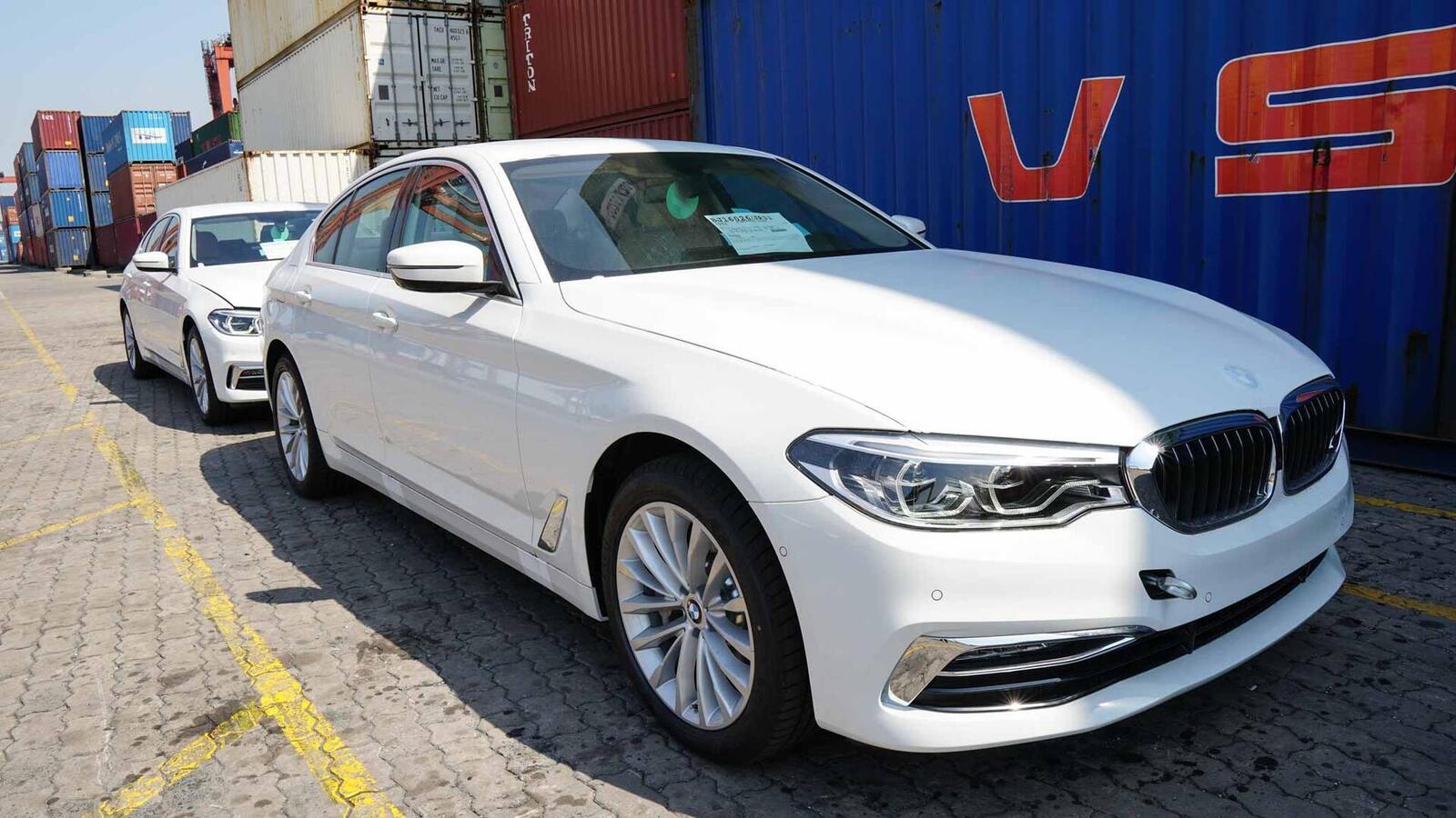 Cận cảnh BMW 5-Series mới (G30) vừa cập cảng tại Việt Nam - Hình 1
