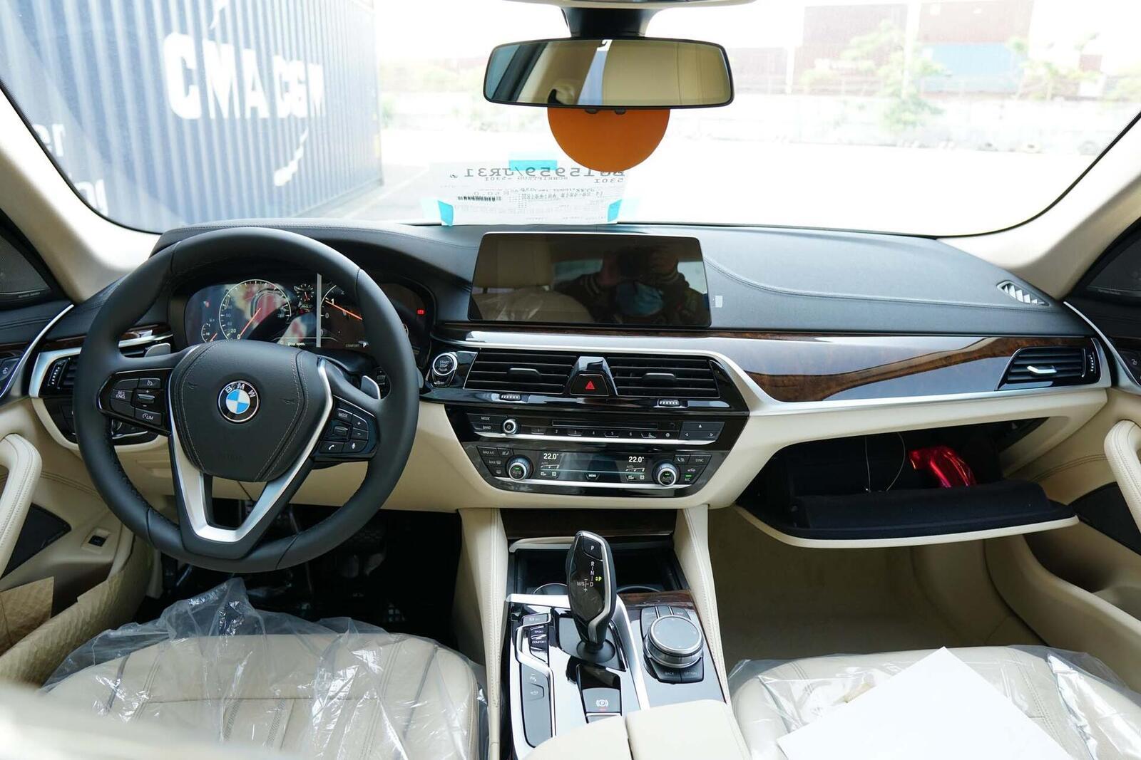 Cận cảnh BMW 5-Series mới (G30) vừa cập cảng tại Việt Nam - Hình 12