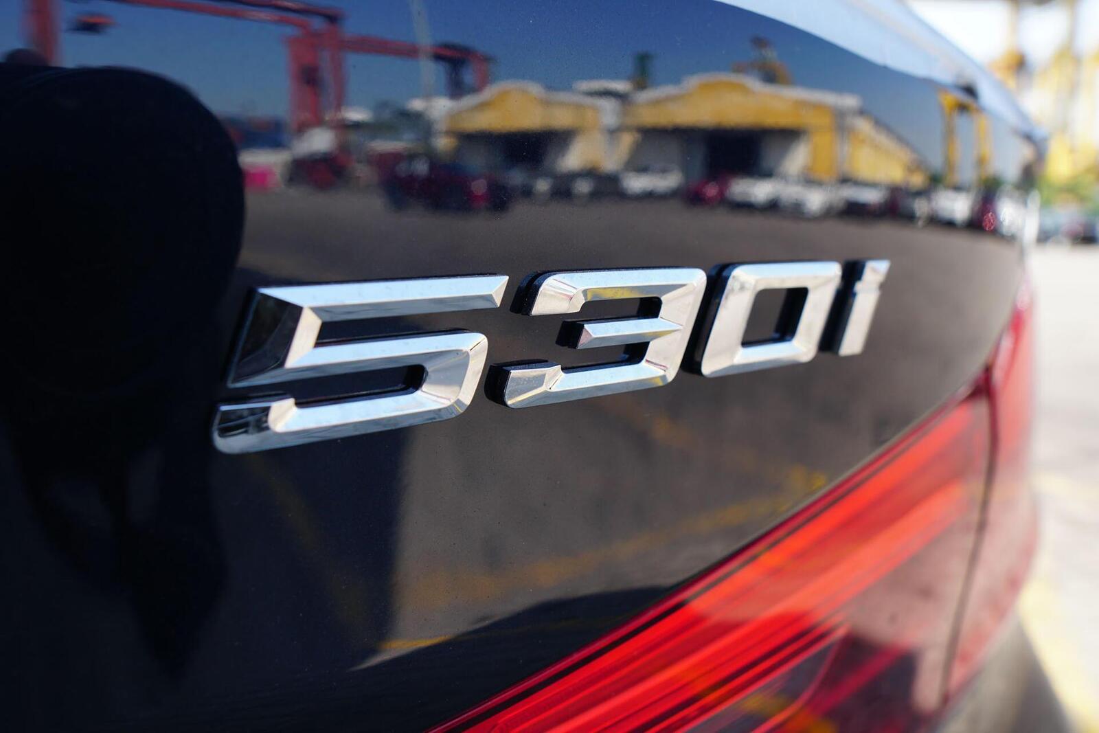 Cận cảnh BMW 5-Series mới (G30) vừa cập cảng tại Việt Nam - Hình 16