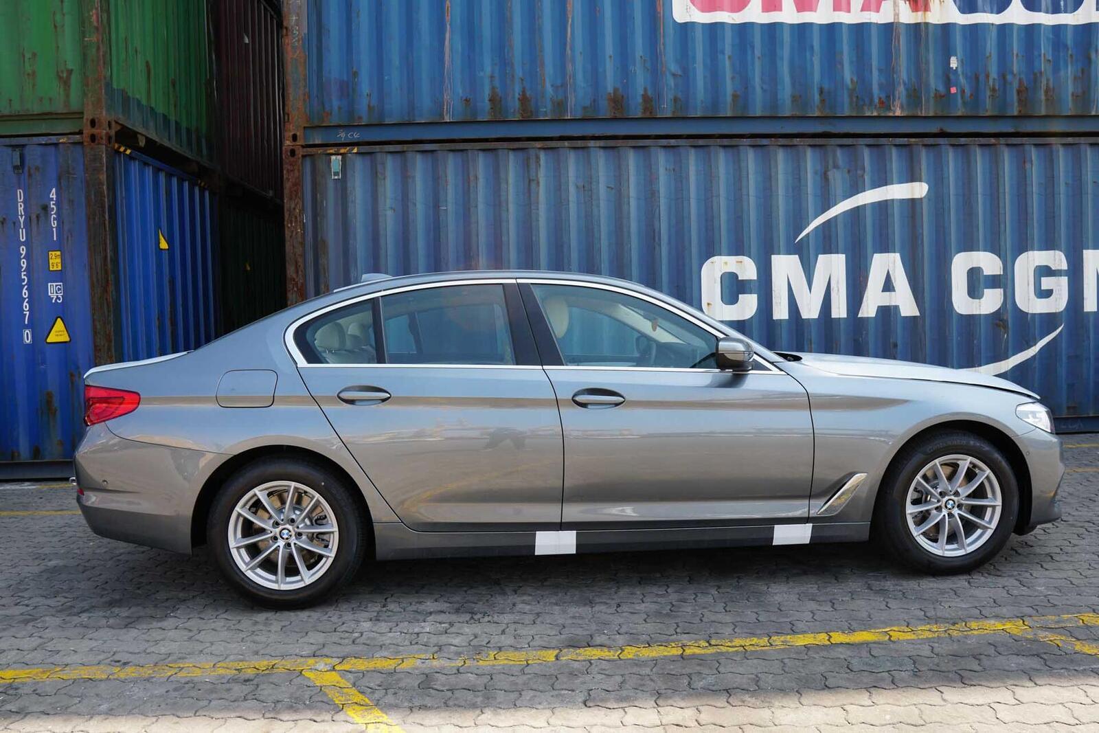 Cận cảnh BMW 5-Series mới (G30) vừa cập cảng tại Việt Nam - Hình 3