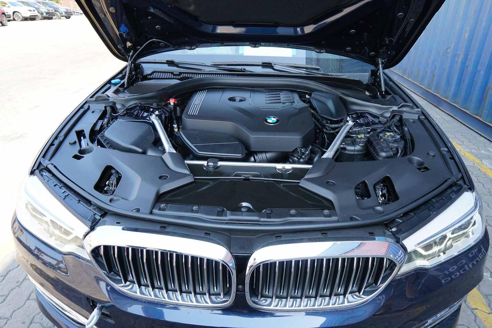Cận cảnh BMW 5-Series mới (G30) vừa cập cảng tại Việt Nam - Hình 7