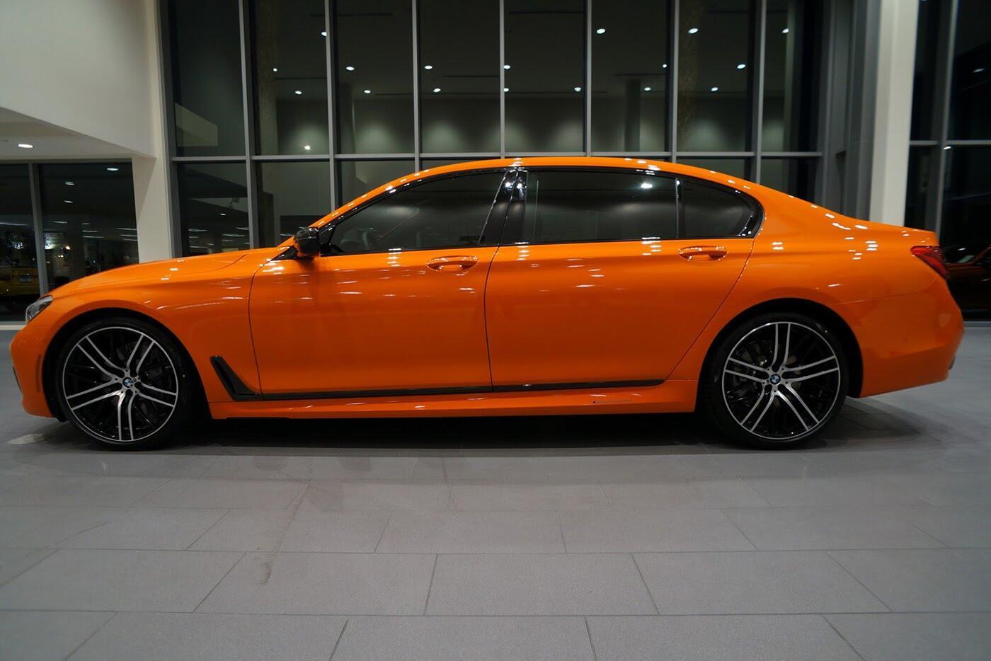 Cận cảnh BMW 750i 2017 phiên bản đặc biệt Fire Orange - Hình 3