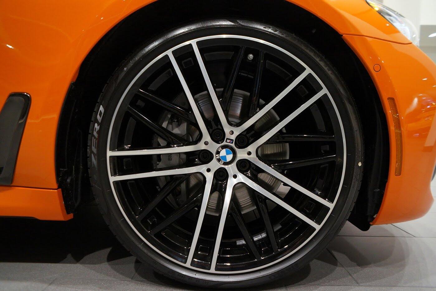 Cận cảnh BMW 750i 2017 phiên bản đặc biệt Fire Orange - Hình 6