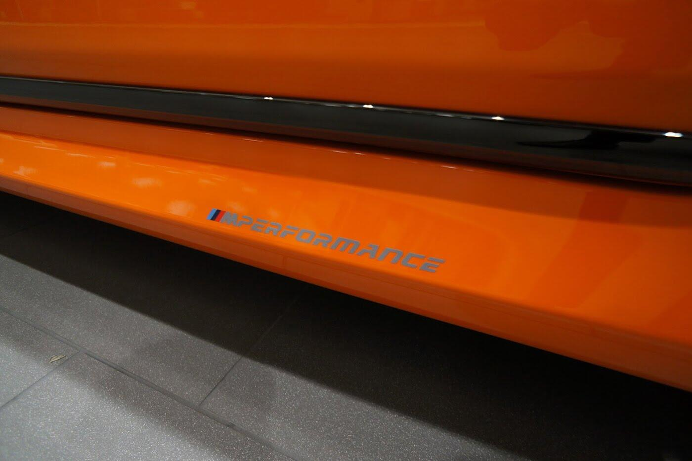 Cận cảnh BMW 750i 2017 phiên bản đặc biệt Fire Orange - Hình 7