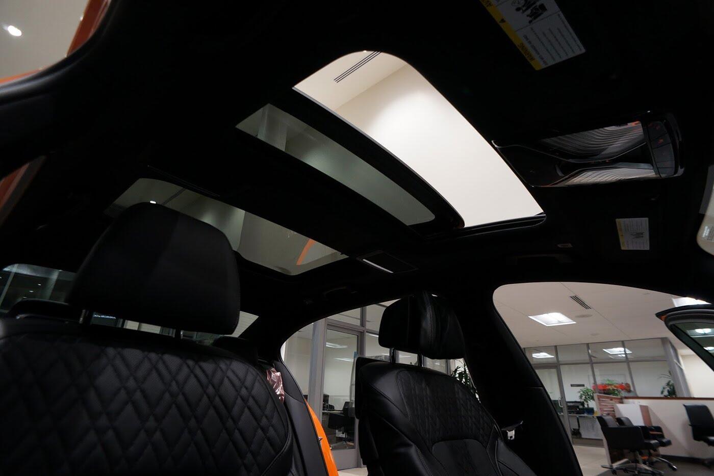 Cận cảnh BMW 750i 2017 phiên bản đặc biệt Fire Orange - Hình 9