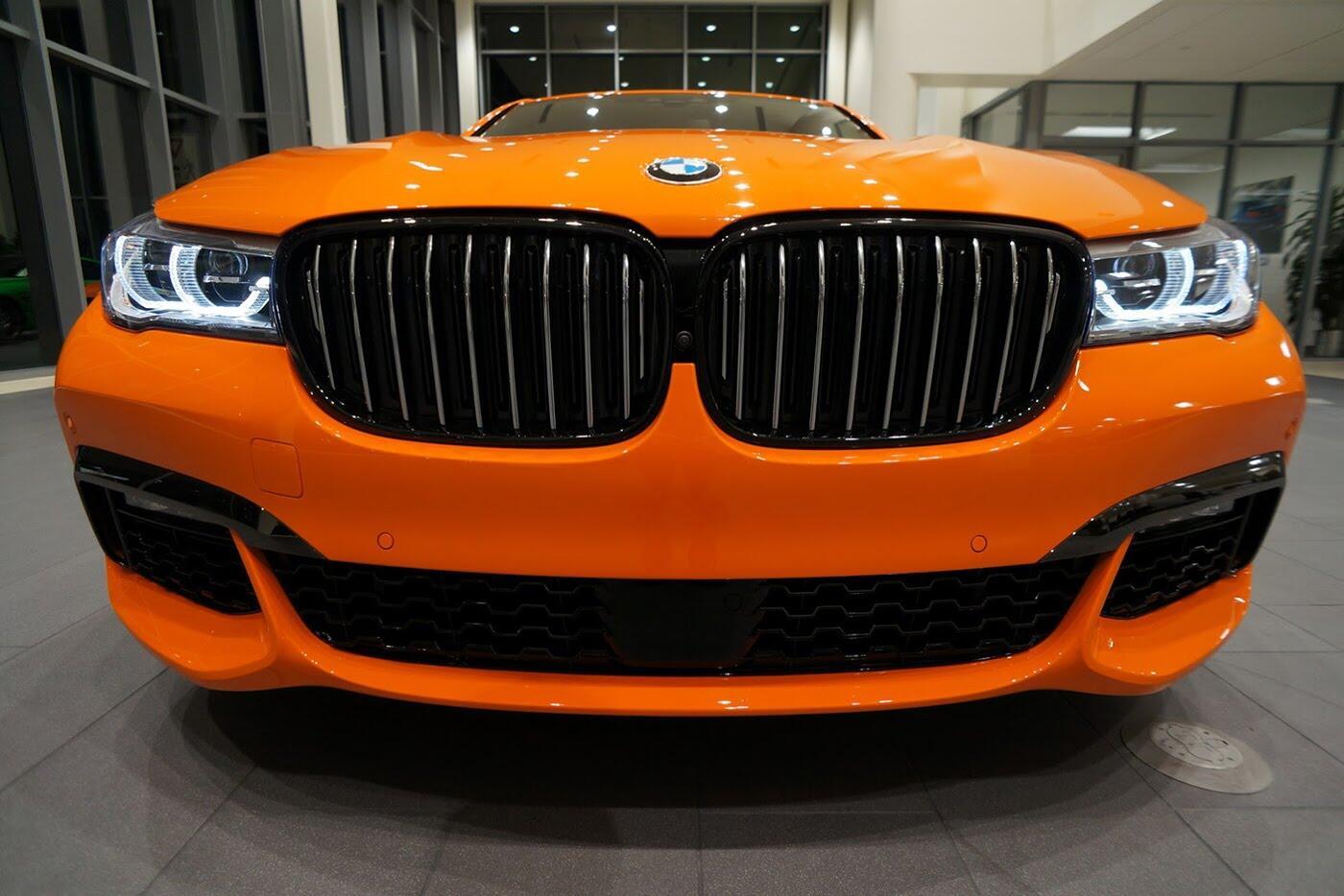Cận cảnh BMW 750i 2017 phiên bản đặc biệt Fire Orange - Hình 12
