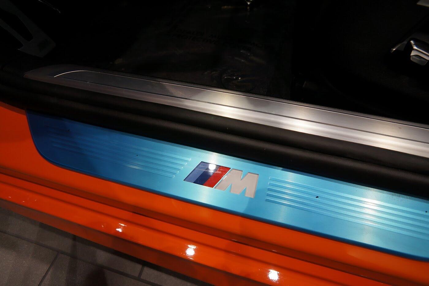 Cận cảnh BMW 750i 2017 phiên bản đặc biệt Fire Orange - Hình 13