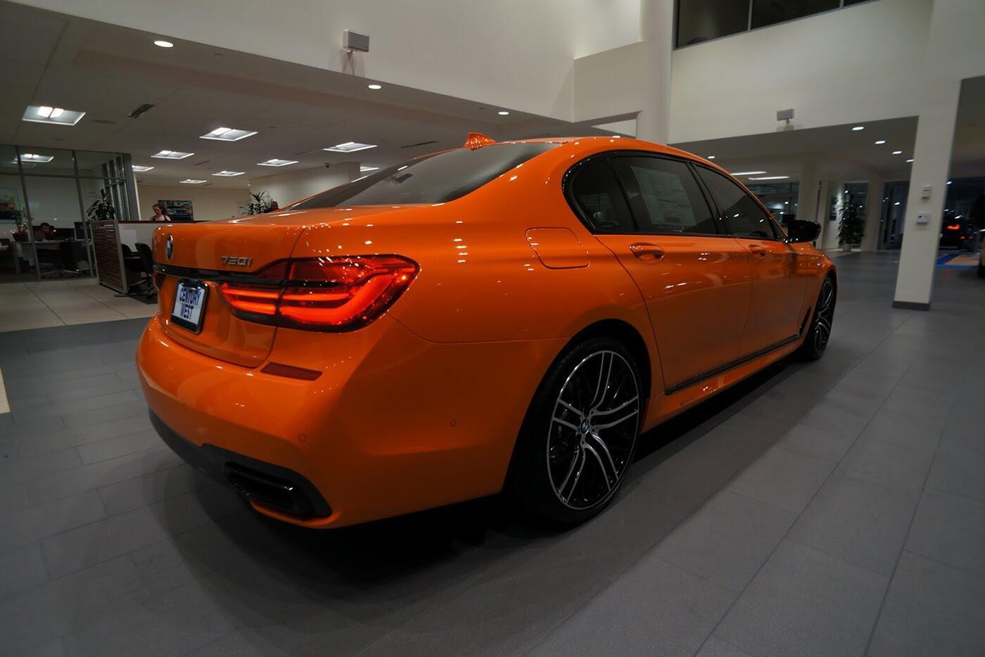 Cận cảnh BMW 750i 2017 phiên bản đặc biệt Fire Orange - Hình 14