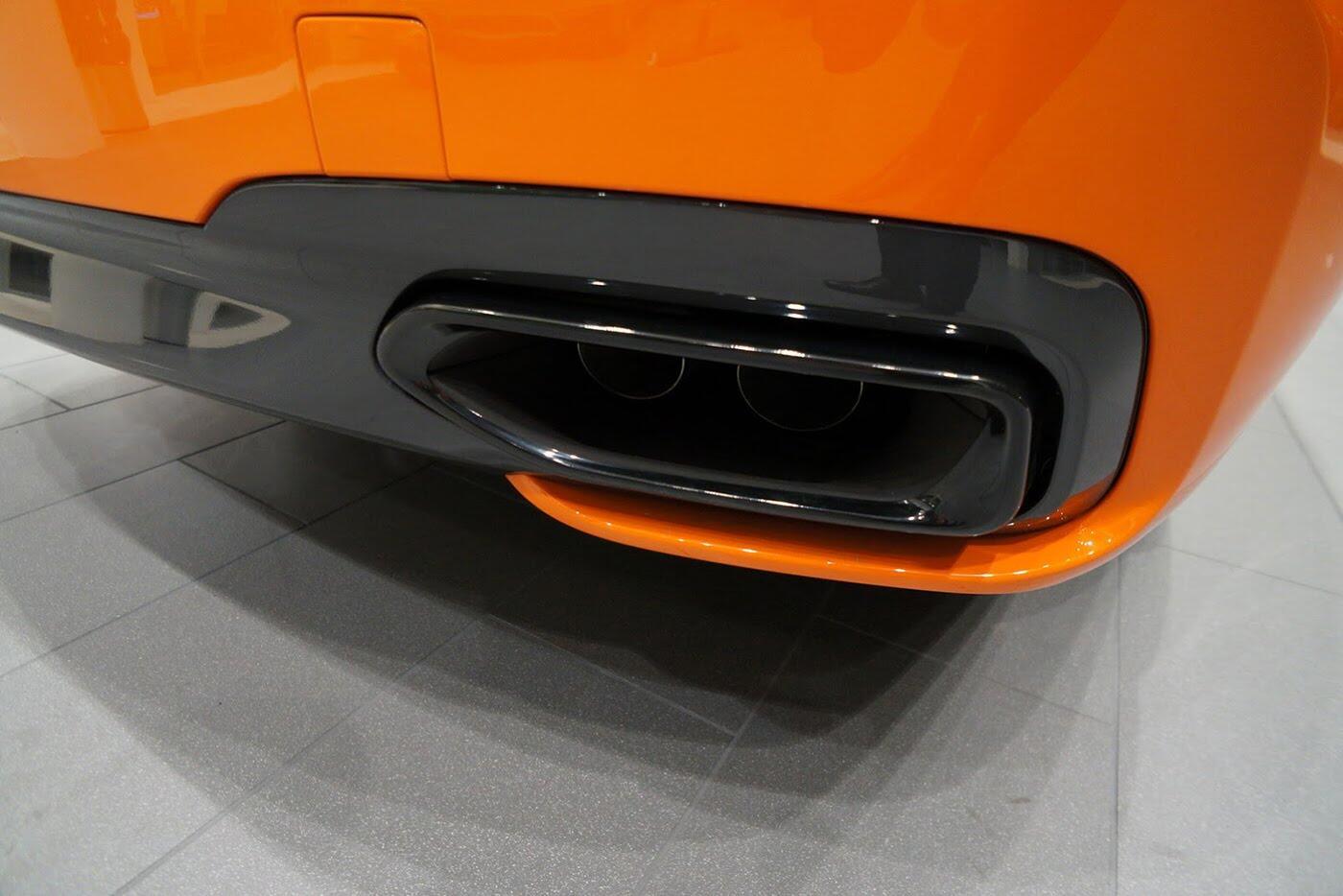Cận cảnh BMW 750i 2017 phiên bản đặc biệt Fire Orange - Hình 15