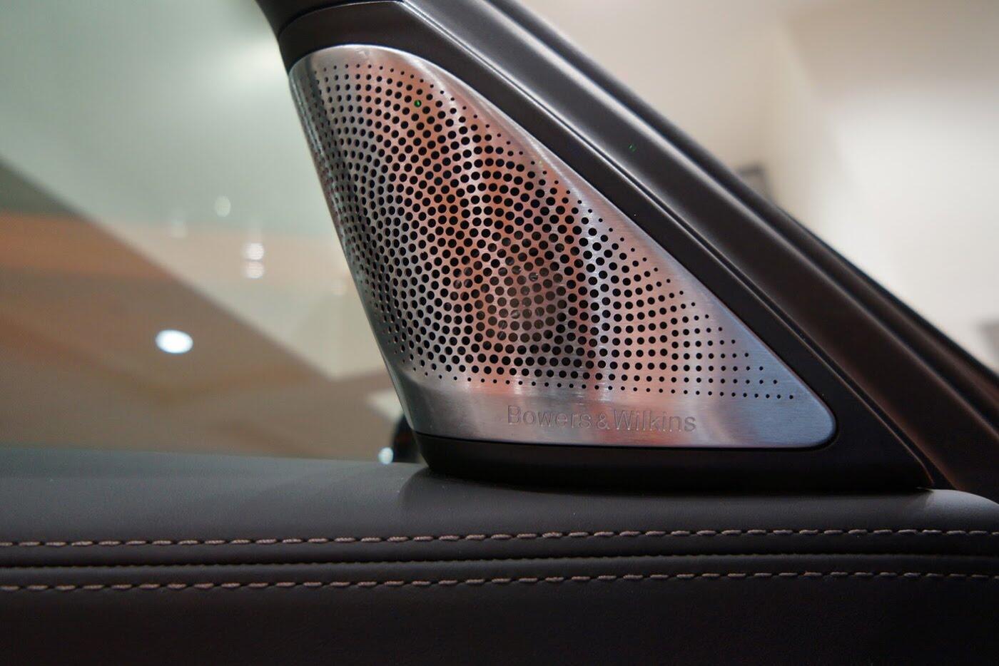 Cận cảnh BMW 750i 2017 phiên bản đặc biệt Fire Orange - Hình 19
