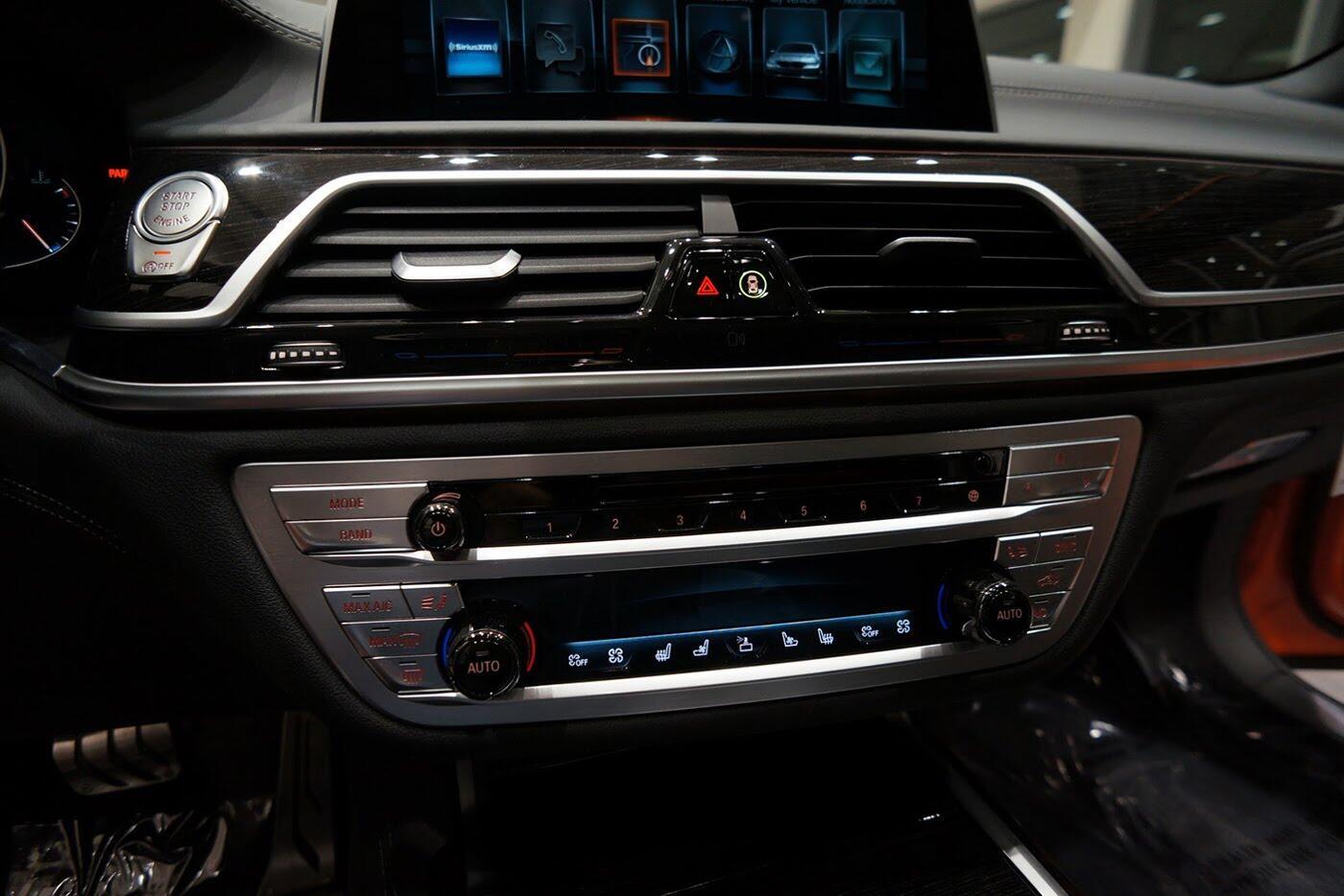Cận cảnh BMW 750i 2017 phiên bản đặc biệt Fire Orange - Hình 20