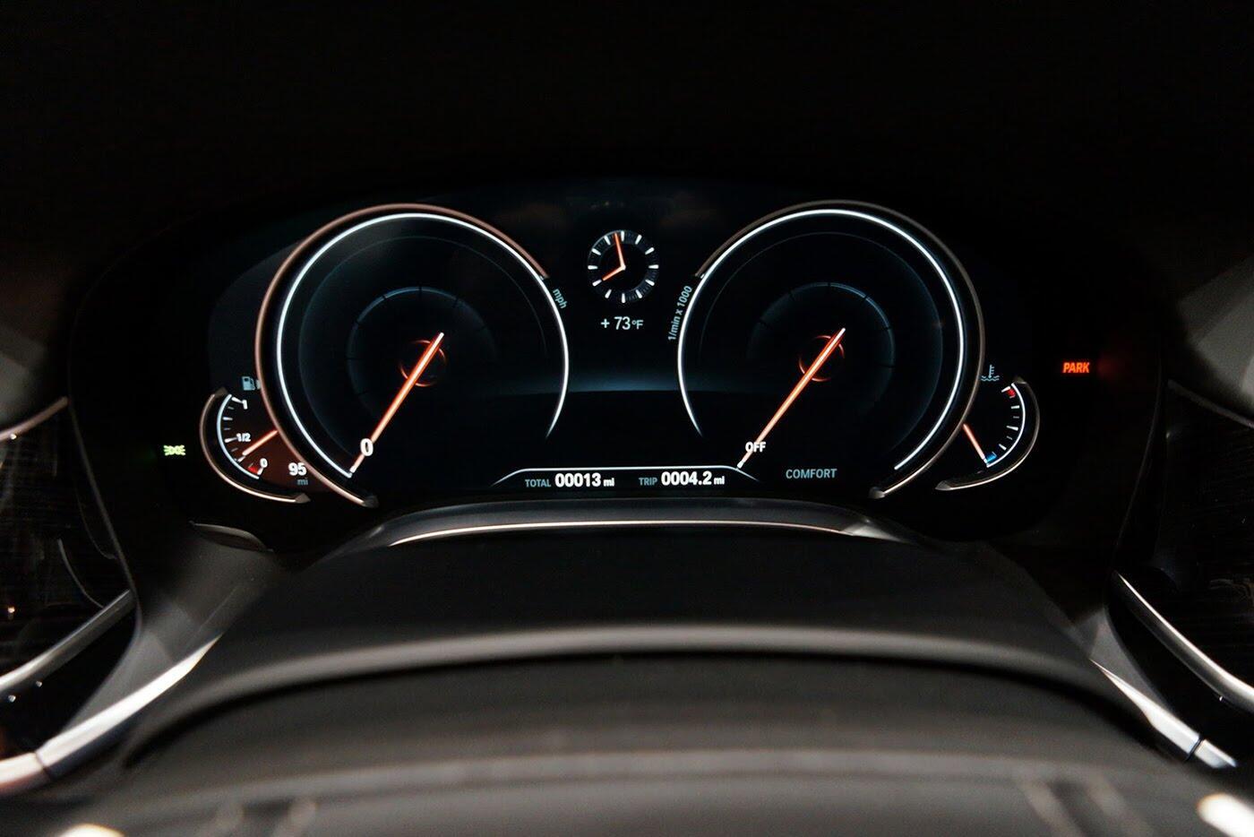 Cận cảnh BMW 750i 2017 phiên bản đặc biệt Fire Orange - Hình 25
