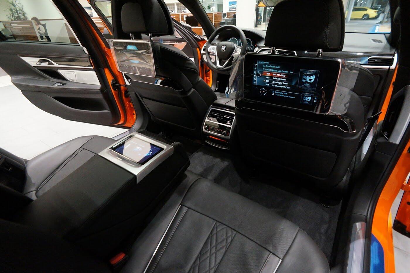 Cận cảnh BMW 750i 2017 phiên bản đặc biệt Fire Orange - Hình 26