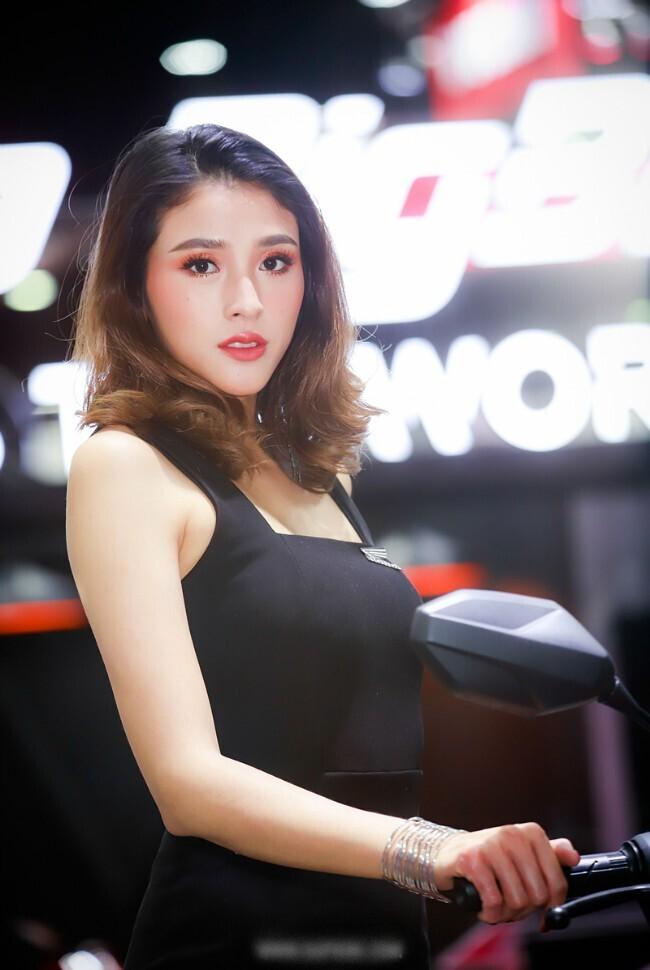 can-canh-dan-sieu-mau-cuc-hot-ben-xe-khung-tai-motor-expo-2019
