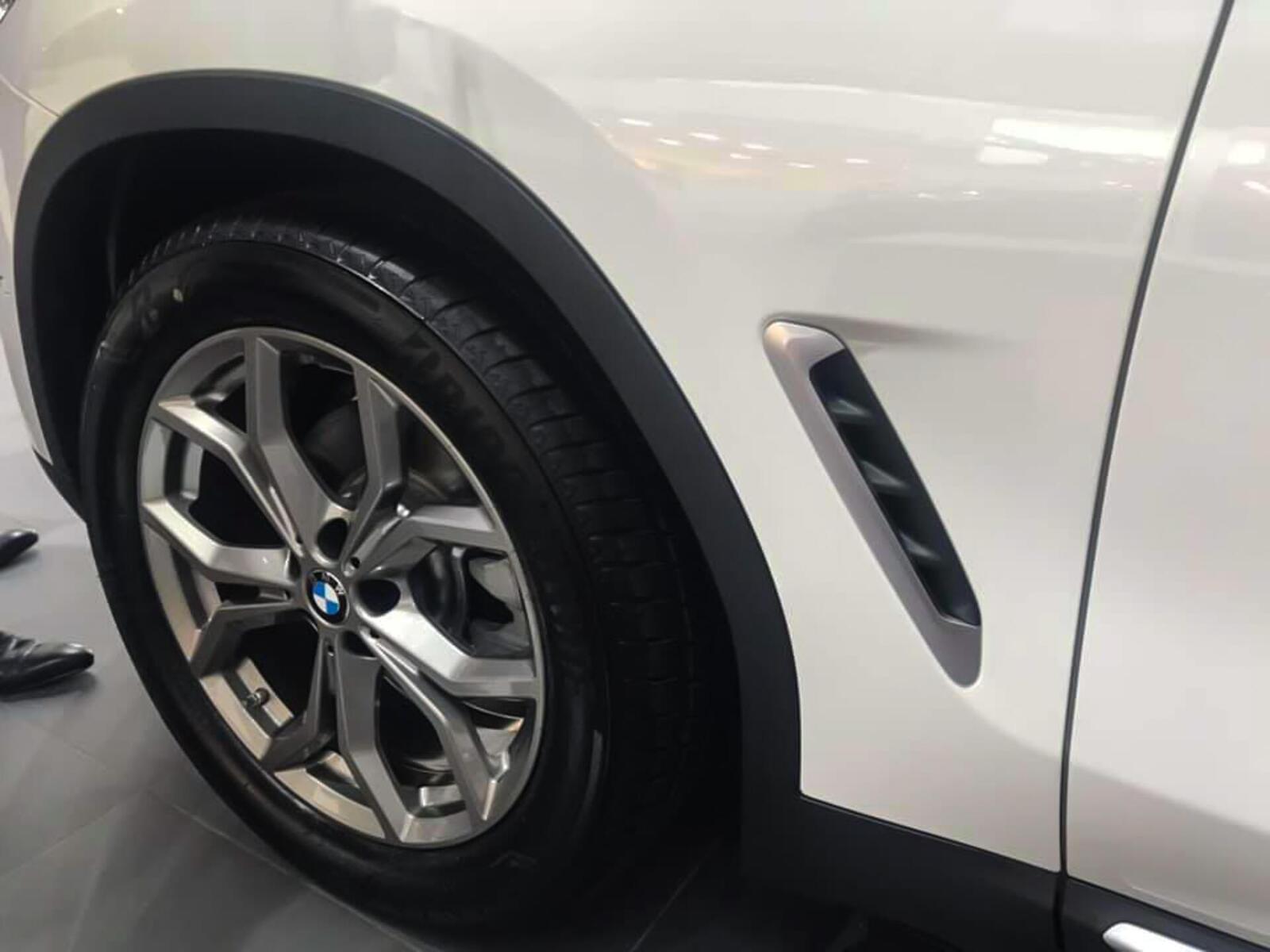 BMW X3 xDrive30i phiên bản xLine được trang bị mâm 18 inch tiêu chuẩn