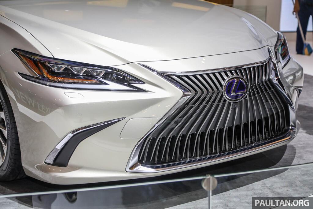 Cận cảnh Lexus ES 2019 đầu tiên cập bến Đông Nam Á - Hình 5