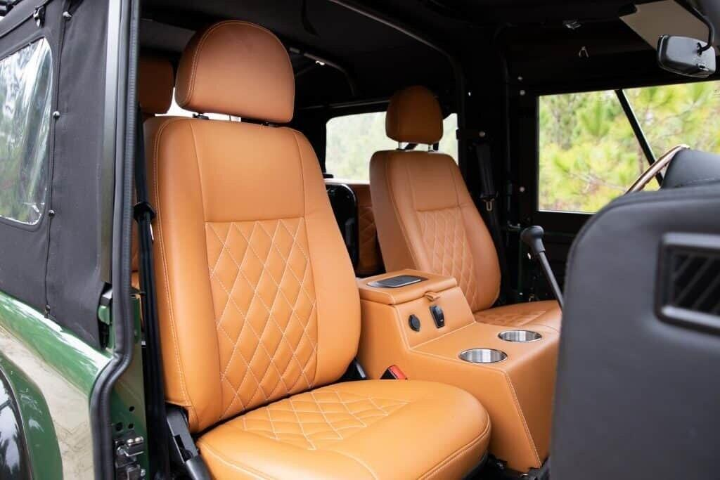 can-canh-noi-that-sang-xin-trong-chiec-land-rover-defender-ham-ho