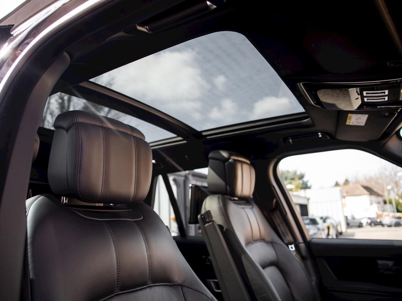 https://cdn.dailyxe.com.vn/image/can-canh-range-rover-autobiography-lwb-black-pack-hon-13-ty-tai-hn-22-67826j2.jpg