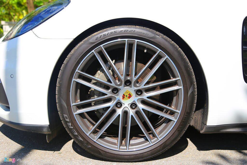 Chất thể thao trong mẫu sedan hạng sang Porsche Panamera 4S 2017 - Hình 5