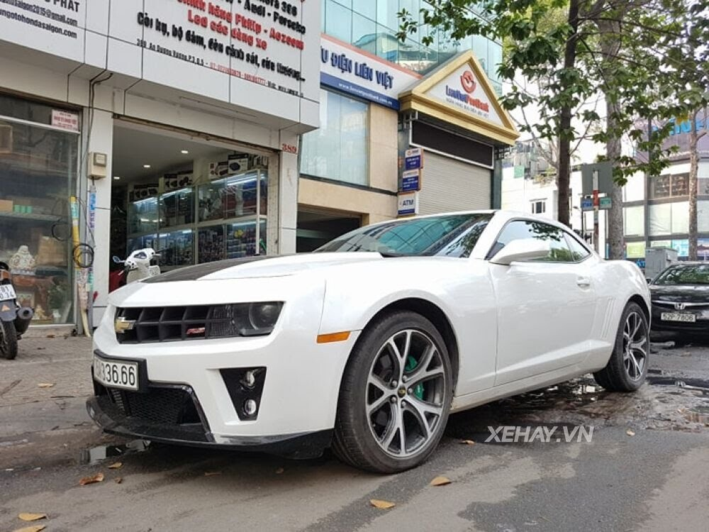 """Chevrolet Camaro RS """"tự tin"""" tỏa sáng khi xuất hiện trên đường phố Sài Gòn - Hình 1"""