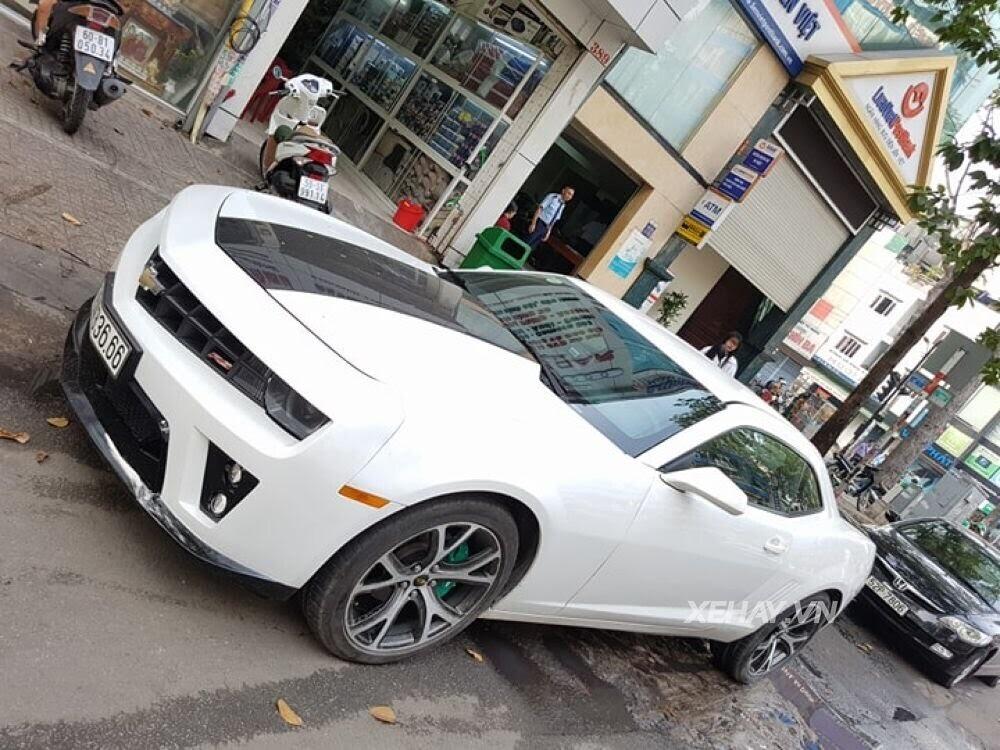"""Chevrolet Camaro RS """"tự tin"""" tỏa sáng khi xuất hiện trên đường phố Sài Gòn - Hình 2"""