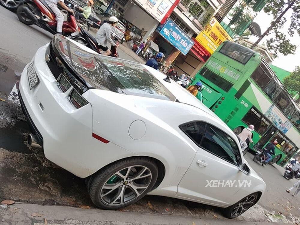 """Chevrolet Camaro RS """"tự tin"""" tỏa sáng khi xuất hiện trên đường phố Sài Gòn - Hình 5"""