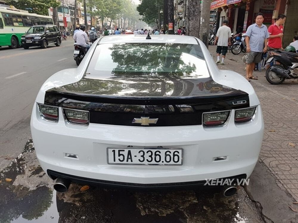 """Chevrolet Camaro RS """"tự tin"""" tỏa sáng khi xuất hiện trên đường phố Sài Gòn - Hình 12"""