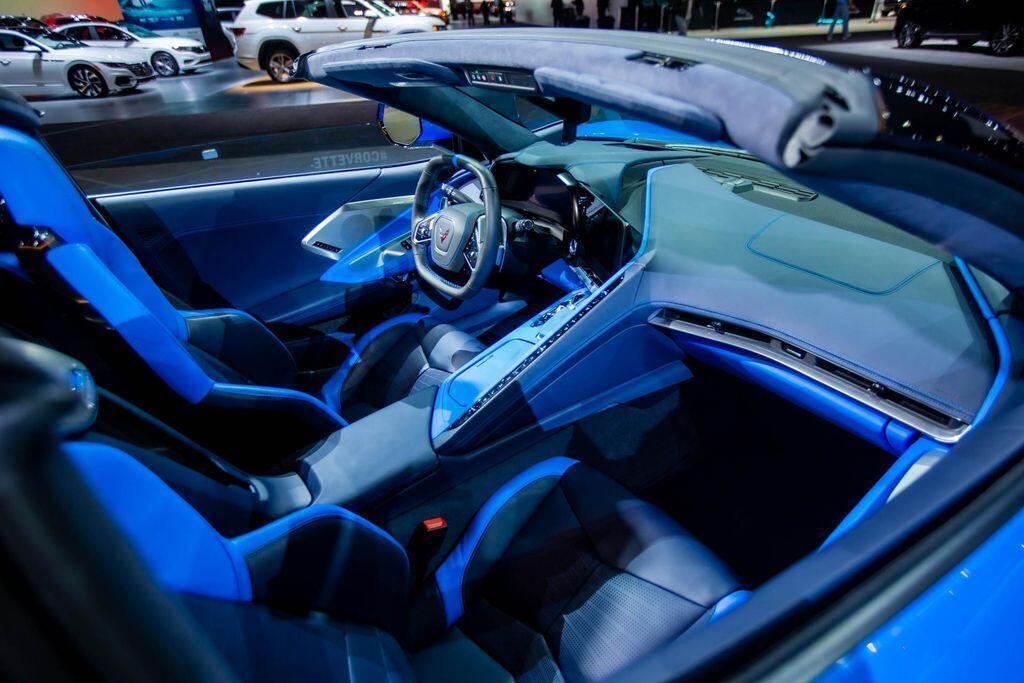 chevrolet-mo-ban-corvette-convertible-2020-ngay-sau-khi-ban-sach-bien-the-coupe-model-2020