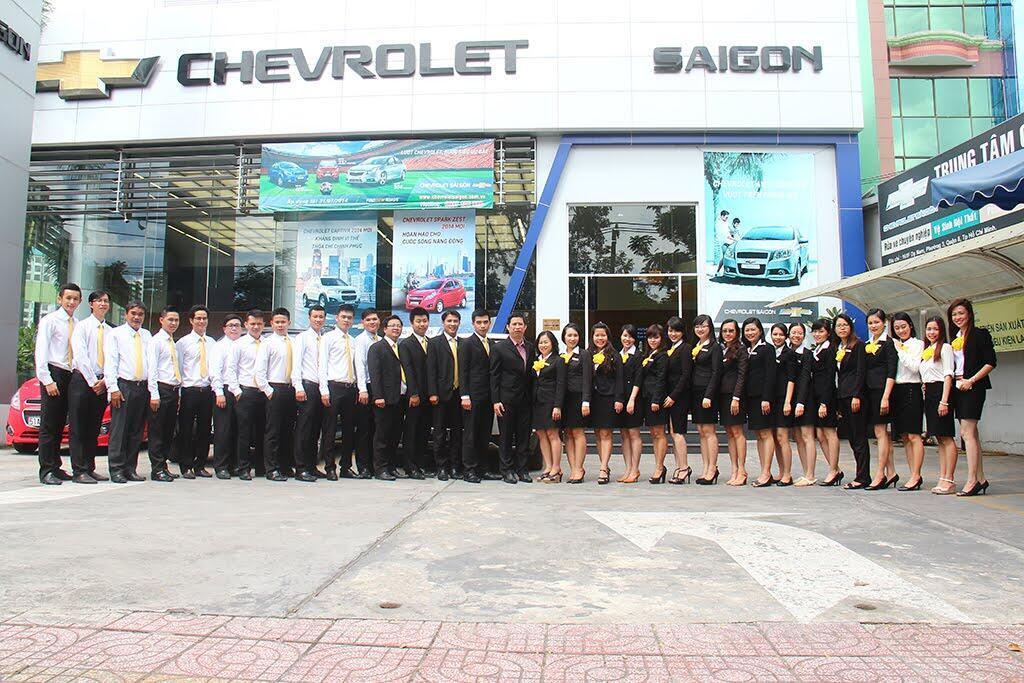 Đội ngũ nhân viên được đào tạo chuyên nghiệp nhằm giúp khách hàng luôn luôn thoải mái nhất khi tới showroom.