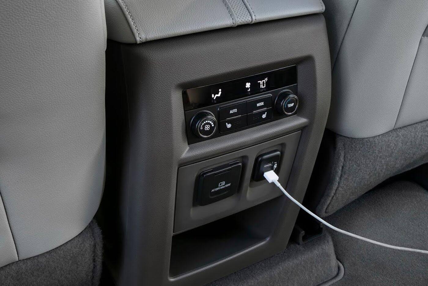 Chevrolet Traverse 2018 - Đối thủ Ford Explorer trình làng - Hình 10