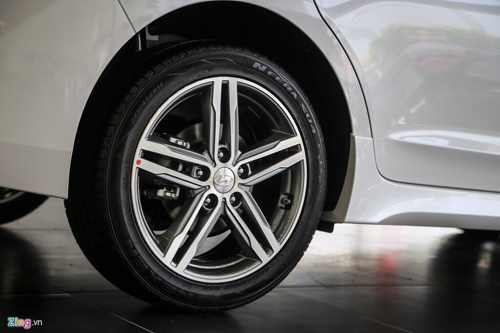 Chi tiết Hyundai Elantra Sport giá 729 triệu đồng tại Việt Nam - Hình 4
