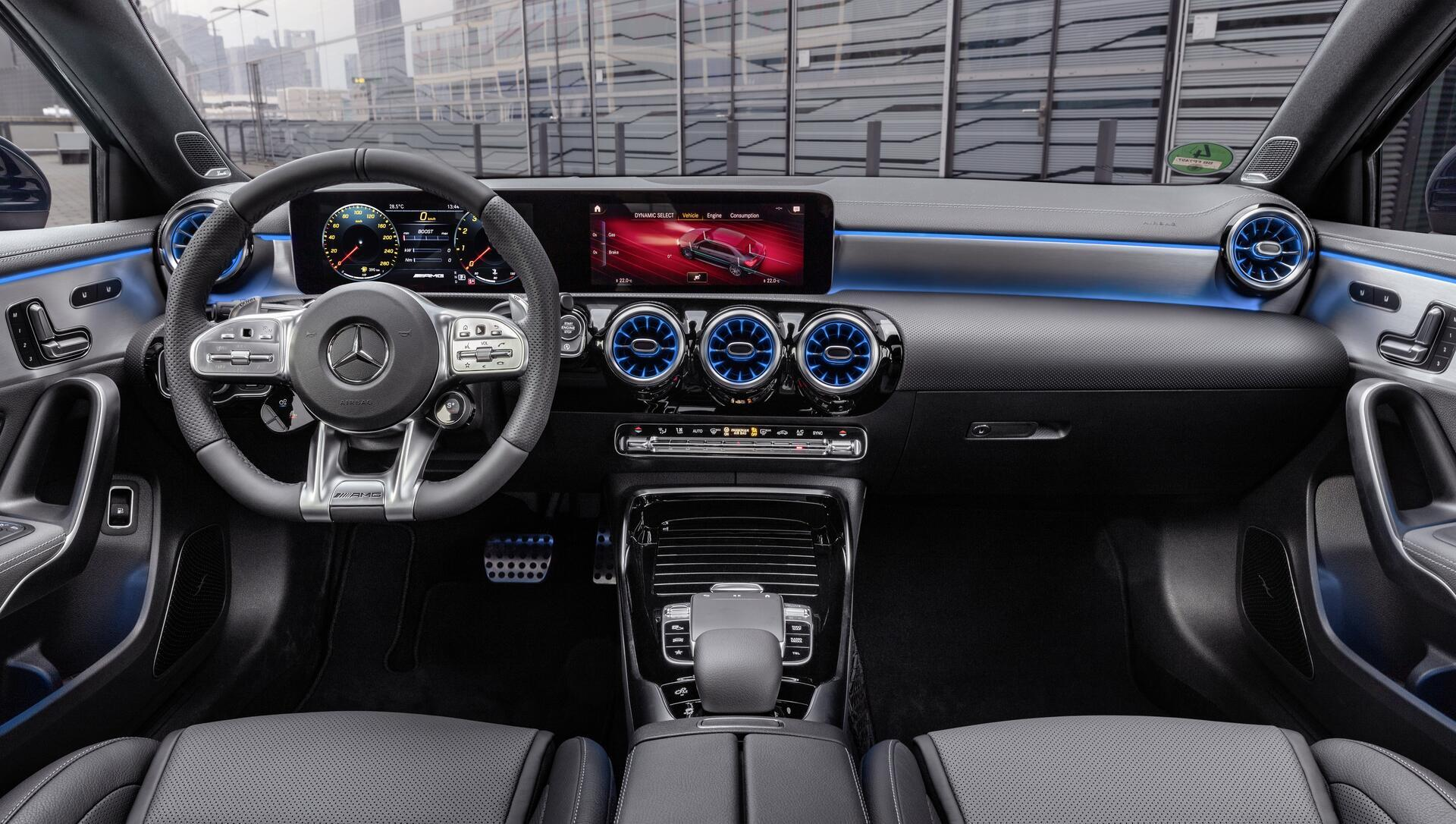 chi-tiet-mercedes-amg-a-35-4matic-sedan-xe-the-thao-nho-ma-chat