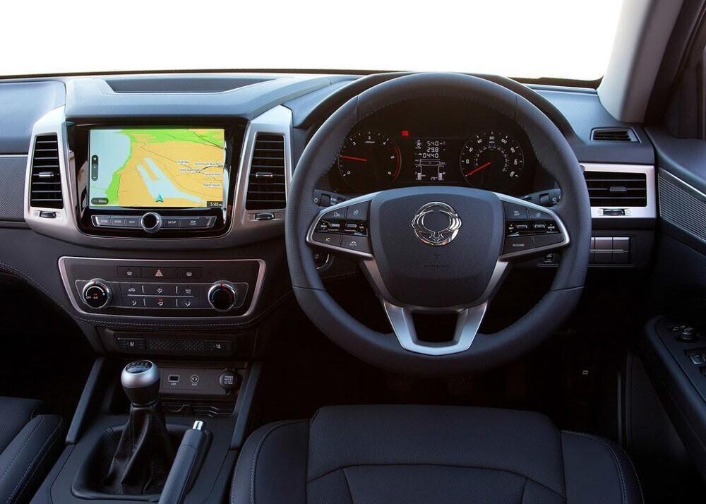 Chi tiết xe bán tải SsangYong Musso giá rẻ vừa ra mắt - Hình 8