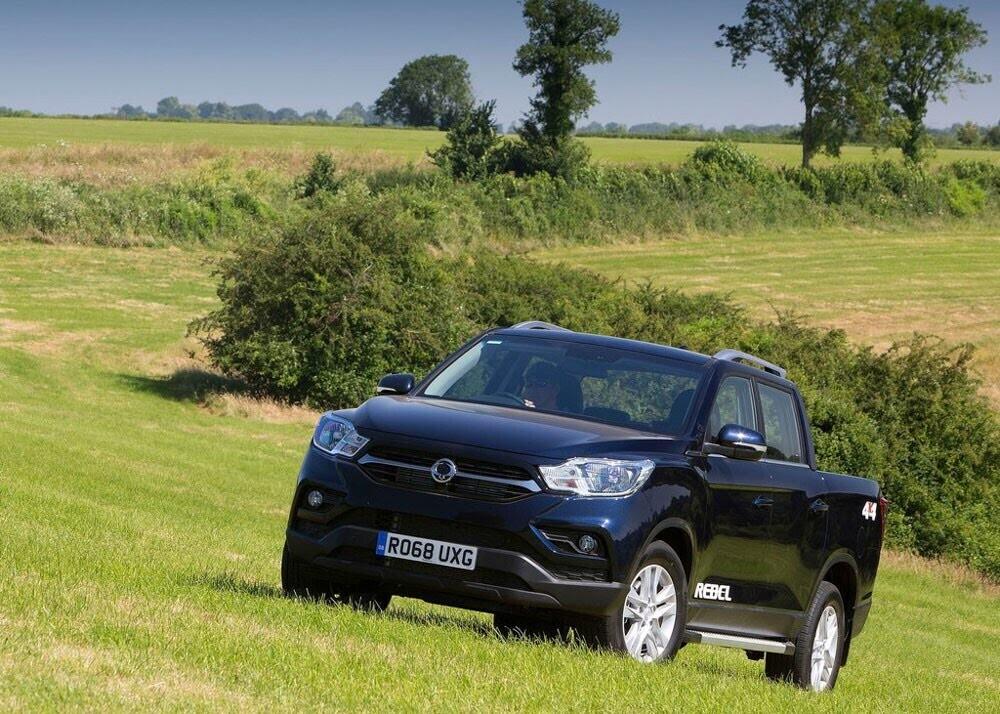 Chi tiết xe bán tải SsangYong Musso giá rẻ vừa ra mắt - Hình 11