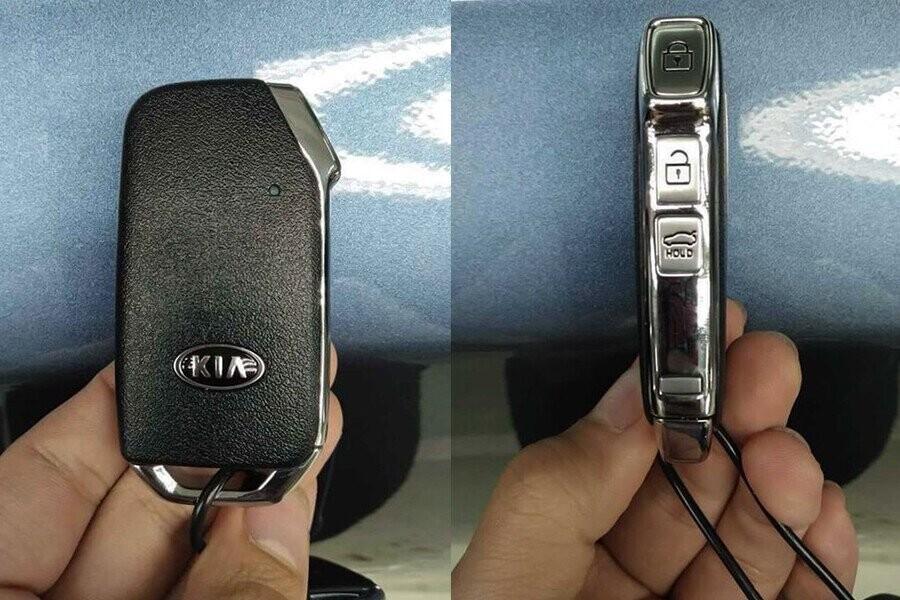 Chìa khoá kiểu mới tích hợp nút bấm ở bên hông