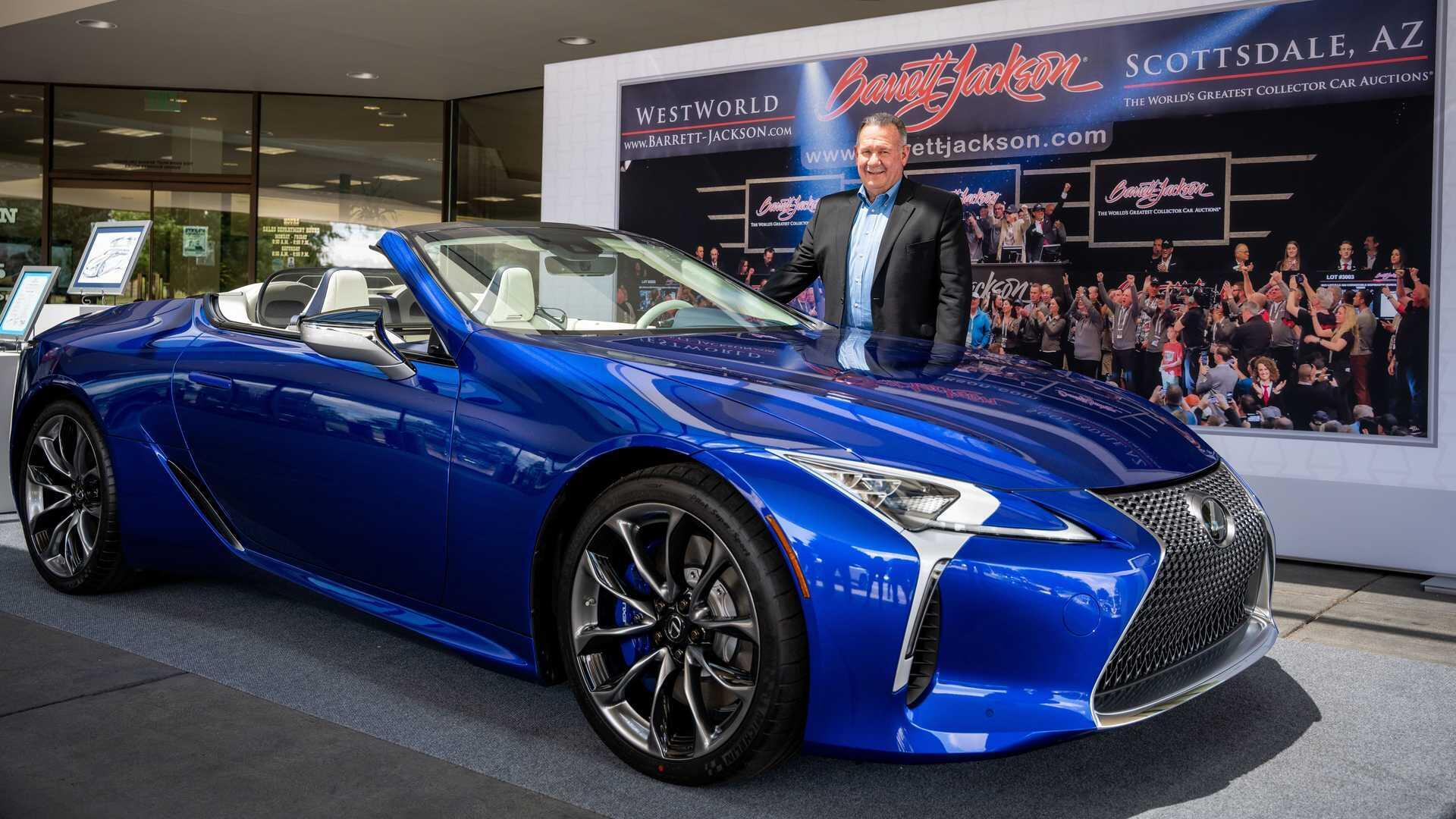 chiec-lexus-lc-500-convertible-2021-gia-2-trieu-usd-duoc-giao-den-tay-khach-hang