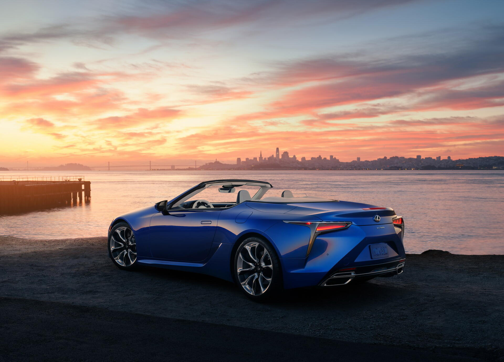 chiec-lexus-lc500-convertible-inspiration-2021-dau-tien-co-gia-2-trieu-usd
