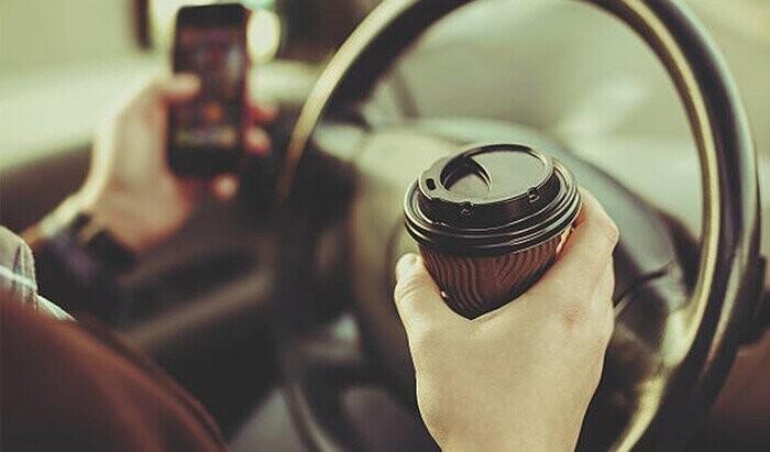 Uống cà phê giúp tỉnh táo khi lái xe