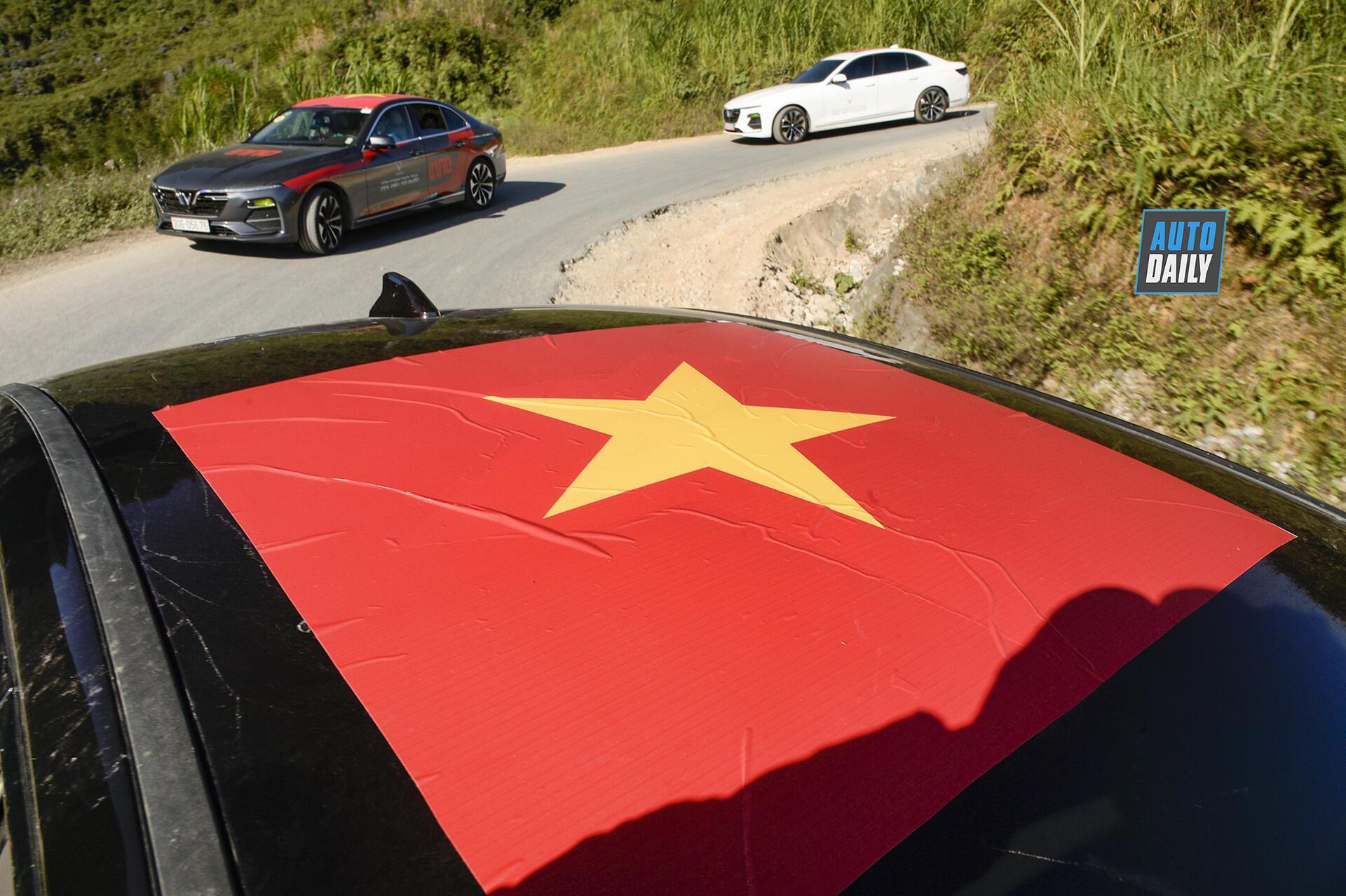 chum-anh-88-xe-vinfast-chinh-phuc-cuc-bac-va-dinh-ma-pi-leng