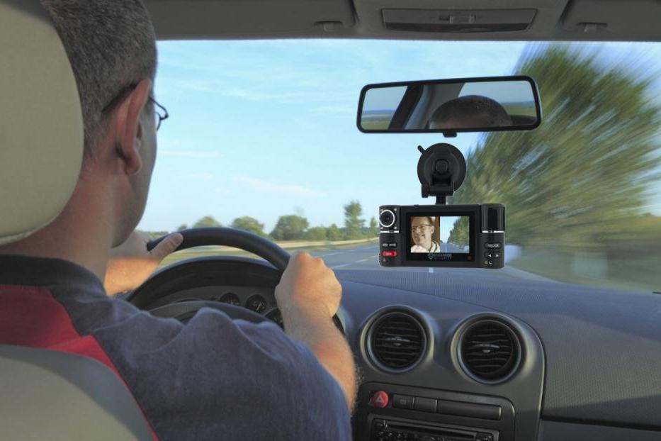 Có nên lắp camera hành trình cho ô tô? a2