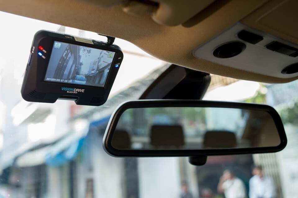 Có nên lắp camera hành trình cho ô tô? a6