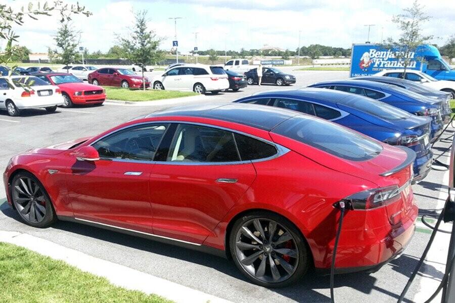Có nên mua xe ô tô điện