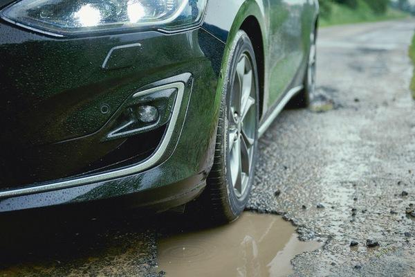 Tránh ổ gà giúp xe ít hư hỏng và bền hơn