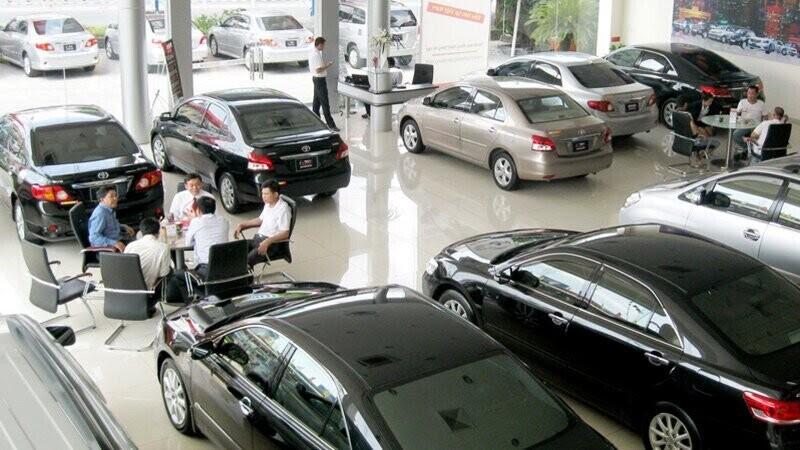 Đại gia ôtô lỗ nặng: Đóng showroom, đi bán nước ngọt, quần áo - Hình 2