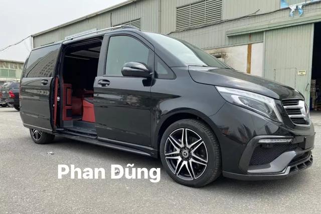 Đại gia Việt tậu Mercedes-Benz V250d độ nội thất phong cách chuyên cơ di động hơn 7 tỷ đồng - Ảnh 1.