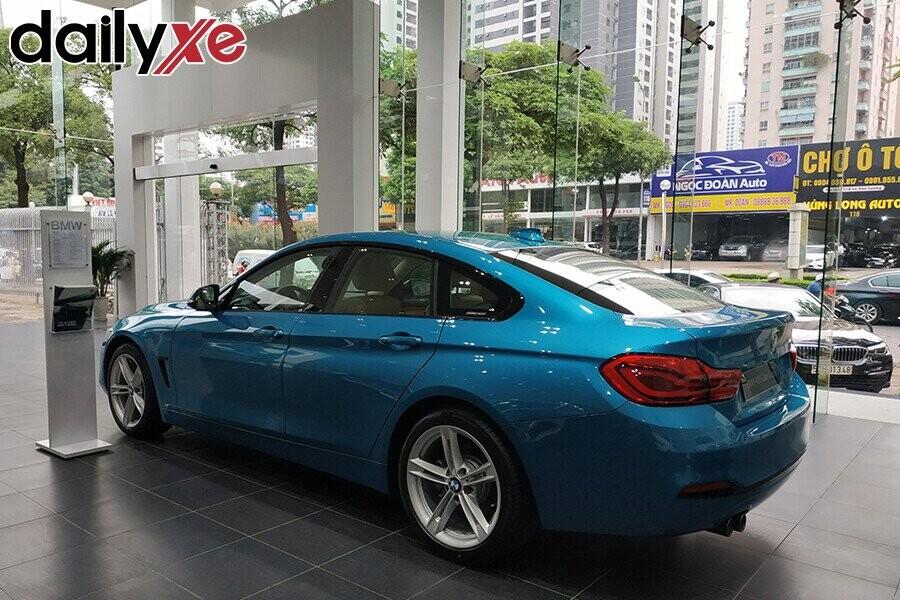 Khu vực trưng bày sản phẩm BMW - Hình 5