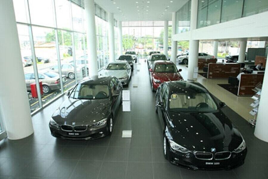 Khu vực trưng bày xe BMW