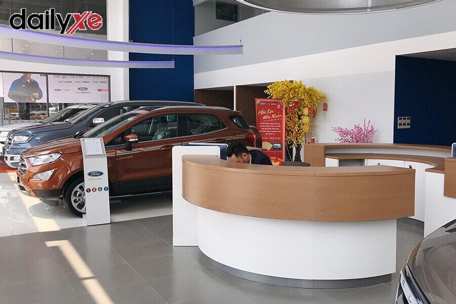 Khu vực trưng bày xe tại Showroom